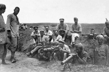 British and Indian machine gunners, 1917
