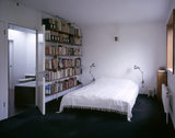The main bedroom at 2 Willow Road with built-in Anglepoise bedside lamps and bookshelves
