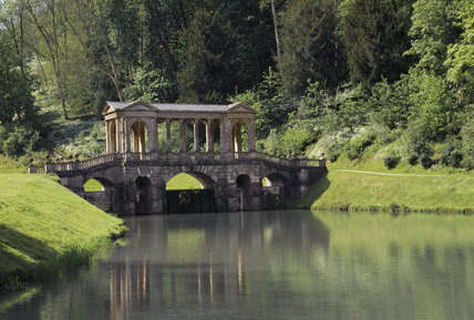 Palladian Bridge over lake in Prior Park