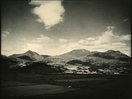 Welsh landscape with cynicht mountain e chambre hardman for Chambre hardman