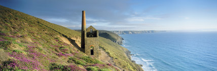 Towanwroath Shaft engine house, now ruinous but once housing a Cornish beam engine used to pump water from Wheal Coates mine near St Agnes