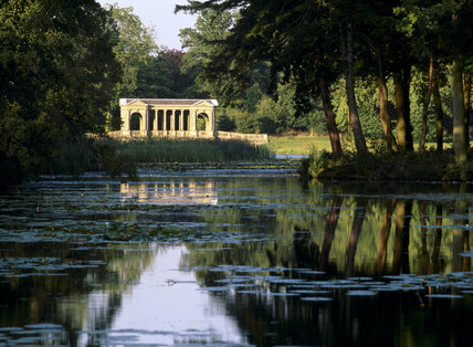The Palladian Bridge Completed In 1738, Under The Direction Of Gibb At  Stowe Landscape Gardens, Buckinghamshire