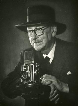 E Chambré Hardman with his Rolleiflex