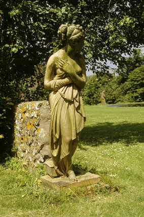 Monk's House, terracotta statue of Venus in the garden