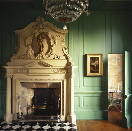 The fireplace in the West Sitting Room of the Treasurer's House