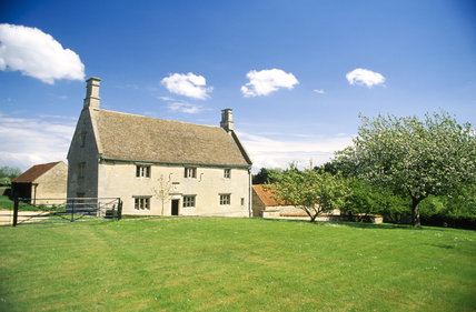 This shows the exterior of Woolsthorpr Manor, Lincolnshire