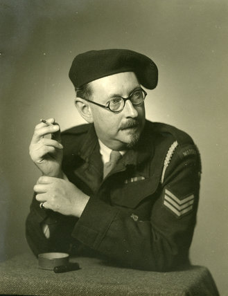 Edward chambr hardman in uniform with cigarette e for Chambre hardman