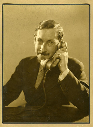 Edward chambr hardman with telephone e chambr hardman for Chambre hardman