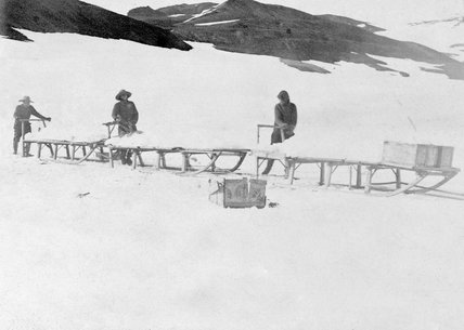 Loading sledges with ice for ship's drinking water supply