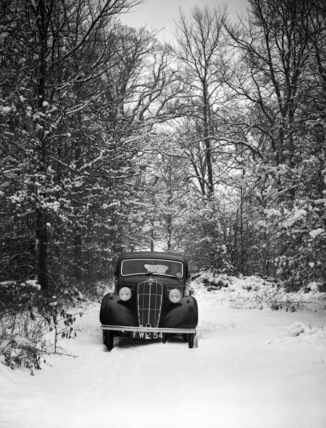 Morris Ten 1938 in snow setting