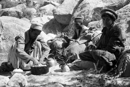 Thesiger's porters preparing a meal