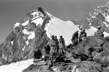 Munjani men on the Munjan Pass