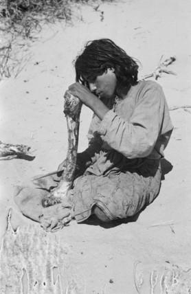 Salim bin Kabina with a camel bone