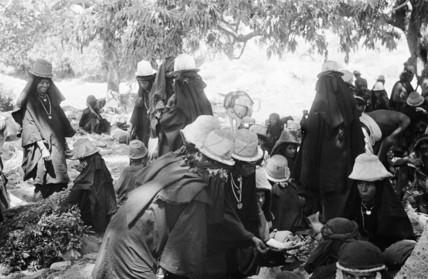 Bani Malik women at a market