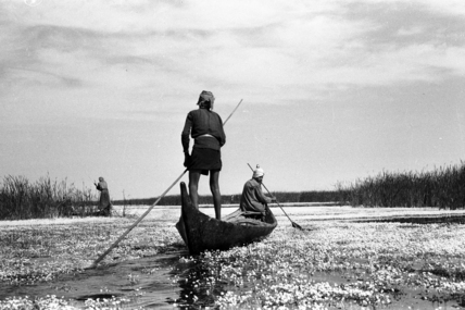Madan men in boats in the Marshes