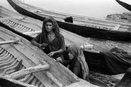 Repairing boats at Abu Laila
