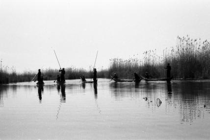 Fartus men spear fishing on Umm al Abid