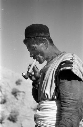 Bakhtiari man smoking a pipe
