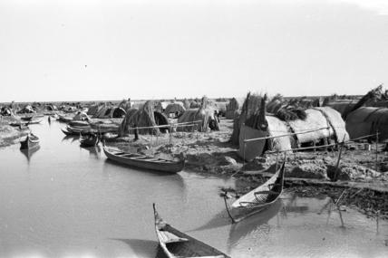 Houses and boats at Shataniya
