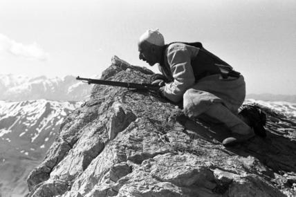 Kurdish man with a rifle hunting bear