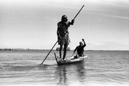 Fartus men fishing on Umm al Binni