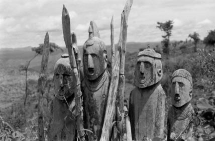 Konso grave carvings