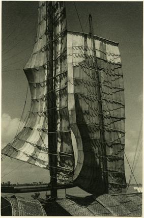 Junk sails at  I-ch'ang