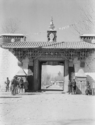 Entrance to Norbu Lingka