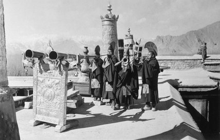 Monks blowing radung, Kundeling
