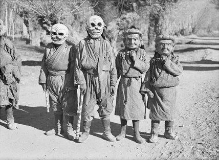 Lhasa mummers at Dekyi Lingka
