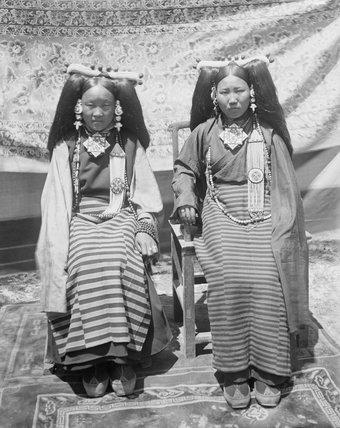 Two ladies wearing Lhasa dress