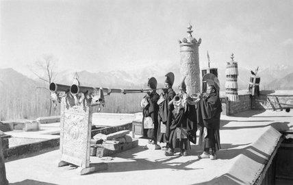 Monks blowing radung, Kundeling