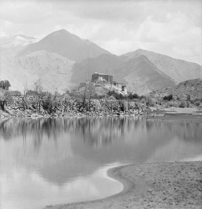Potala from the west with Kyichu river