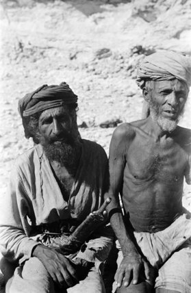 Portrait of two middle-aged Sa'ar ...