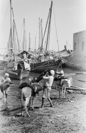 View of water sellers loading ...