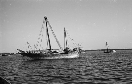 Side view of a dhow ...