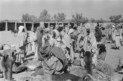 View of Arab men unloading ...