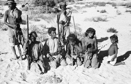 Group portrait of Mahra Bedouin ...
