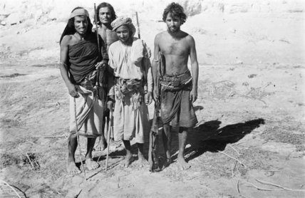 A group of Manahil Bedouin ...
