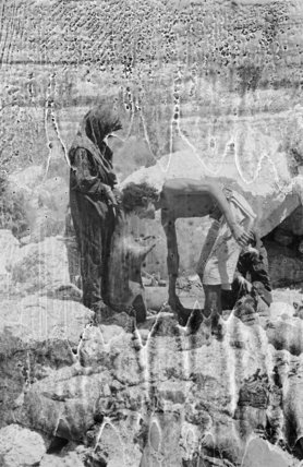 Mahra Bedouin with water-skins at ...