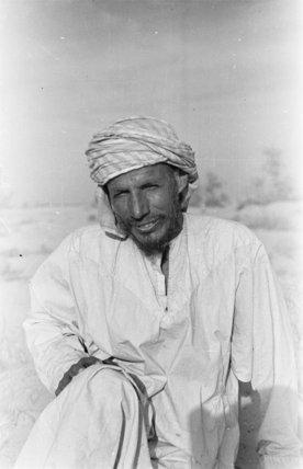 Seated portrait of Alaiwa bin ...