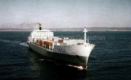ASIAN PEARL leaving port