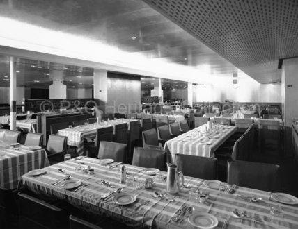 CANBERRA's Tourist Class dinner service