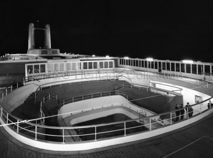 CANBERRA's Sun Deck and swimming pool