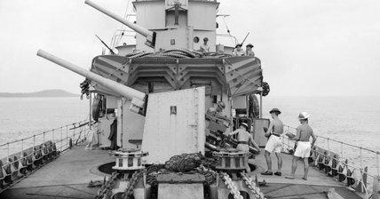 The forward 4.7-inch guns of HMS FOXHOUND, off Freetown, Sierra Leone, August 1943.