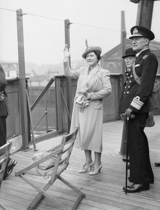 HM Queen Elizabeth on the bridge of the SS QUEEN MARY acknowledging cheers from passing ships during a trip down the Clyde, 4 June 1942.
