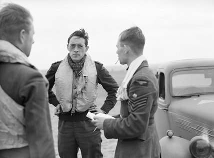 Squadron Leader Brian 'Sandy' Lane, CO of No. 19 Squadron (centre) confers with Flight Lieutenant Walter 'Farmer' Lawson and Flight Sergeant George 'Grumpy' Unwin at Fowlmere near Duxford, September 1940.