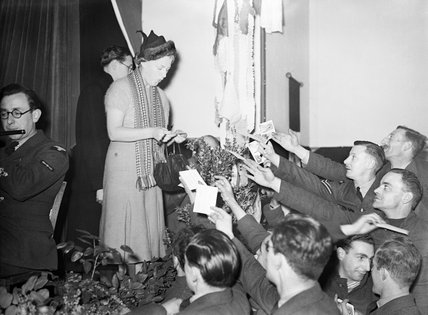 Gracie Fields entertaining RAF personnel in France, December 1939.