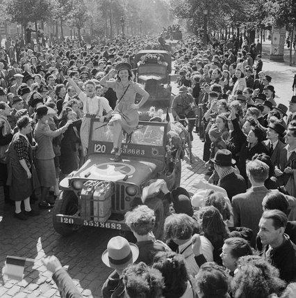 Cheering crowds greet British troops entering Brussels, 4 September 1944.