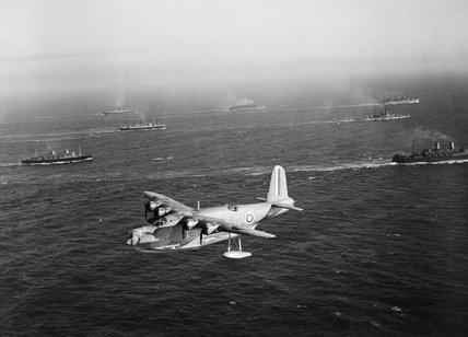 A Short Sunderland Mk I flying boat of No. 210 Squadron RAF based at Oban in Scotland, patrols over a Canadian troop convoy on its way to Greenock, 31 July 1940.